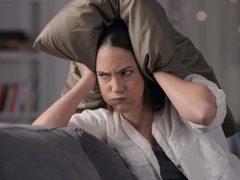 خانم عصبانی از همسایه بد