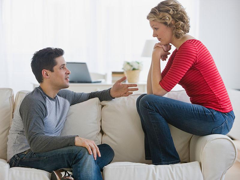 زوجی در حال صحبت کردن